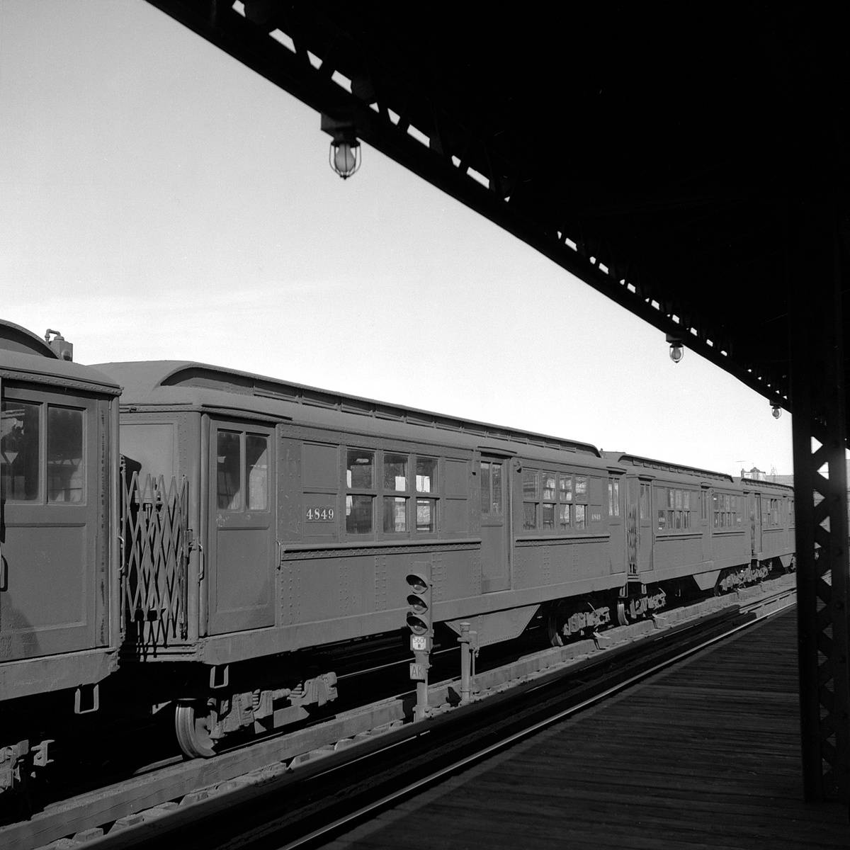 (392k, 1200x1200)<br><b>Country:</b> United States<br><b>City:</b> New York<br><b>System:</b> New York City Transit<br><b>Line:</b> IRT White Plains Road Line<br><b>Location:</b> 225th Street <br><b>Route:</b> Layup<br><b>Car:</b> Low-V 4849 <br><b>Collection of:</b> David Pirmann<br><b>Date:</b> 11/14/1962<br><b>Viewed (this week/total):</b> 0 / 53