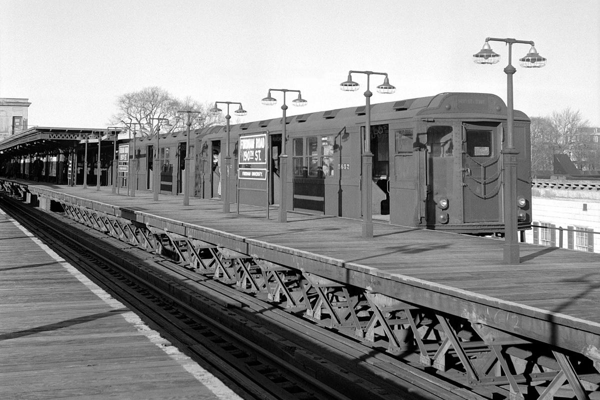 (410k, 1200x800)<br><b>Country:</b> United States<br><b>City:</b> New York<br><b>System:</b> New York City Transit<br><b>Line:</b> 3rd Avenue El<br><b>Location:</b> Fordham Road <br><b>Car:</b> Low-V Worlds Fair 5657 <br><b>Collection of:</b> David Pirmann<br><b>Date:</b> 3/24/1962<br><b>Viewed (this week/total):</b> 5 / 192