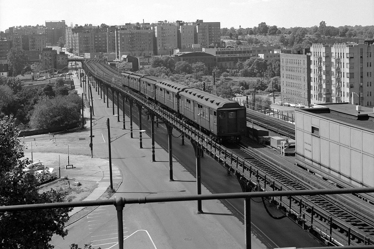 (450k, 1200x800)<br><b>Country:</b> United States<br><b>City:</b> New York<br><b>System:</b> New York City Transit<br><b>Line:</b> 3rd Avenue El<br><b>Location:</b> Gun Hill Road <br><b>Car:</b> Low-V Worlds Fair  <br><b>Collection of:</b> David Pirmann<br><b>Date:</b> 8/12/1962<br><b>Viewed (this week/total):</b> 4 / 237