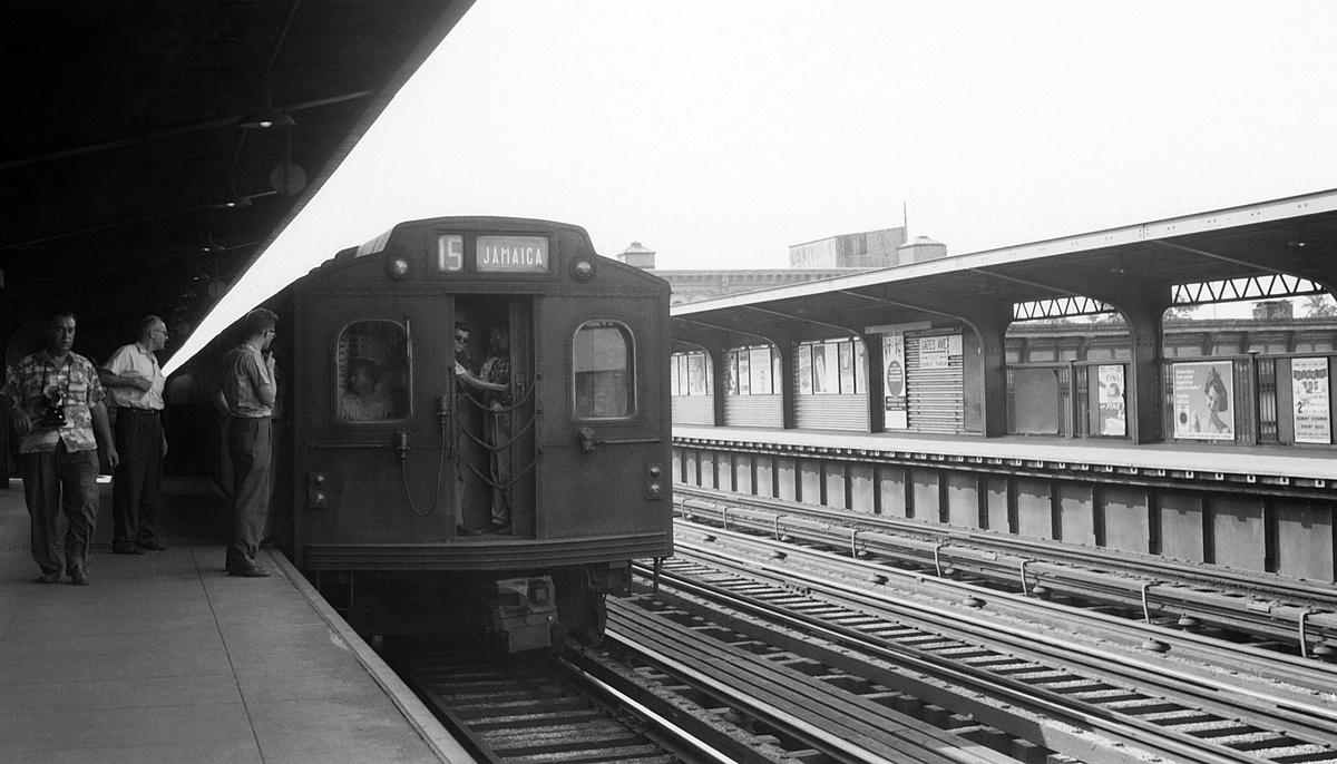 (291k, 1200x686)<br><b>Country:</b> United States<br><b>City:</b> New York<br><b>System:</b> New York City Transit<br><b>Line:</b> BMT Nassau Street-Jamaica Line<br><b>Location:</b> Gates Avenue<br><b>Car:</b> BMT Multisection  <br><b>Collection of:</b> David Pirmann<br><b>Viewed (this week/total):</b> 3 / 115