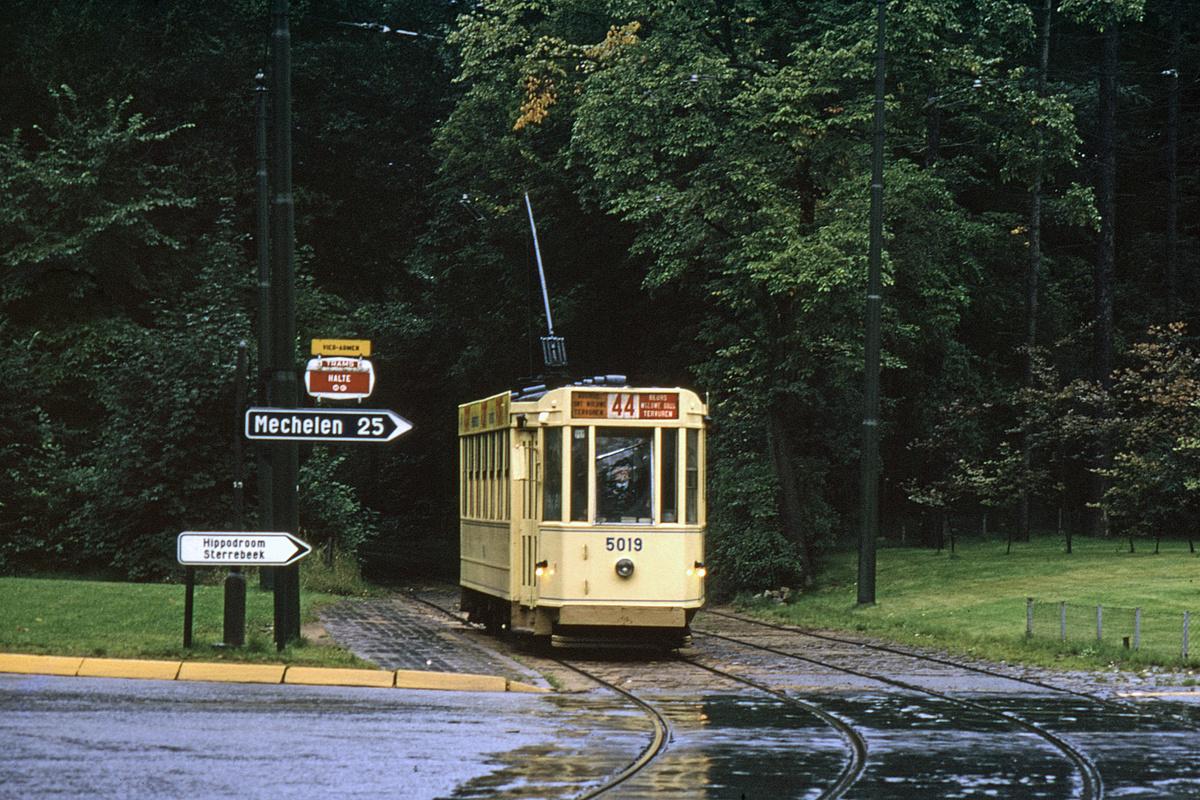 (698k, 1200x800)<br><b>Country:</b> Belgium<br><b>City:</b> Brussels<br><b>System:</b> STIB (Societé des Transports Intercommunaux de Bruxelles)<br><b>Car:</b> 1935 Ateliers de La Dyle et Bacalan-built 5000-series tram 5019 <br><b>Photo by:</b> John F. Bromley<br><b>Collection of:</b> David Pirmann<br><b>Notes:</b> Avenue de Tervueren<br><b>Viewed (this week/total):</b> 0 / 50