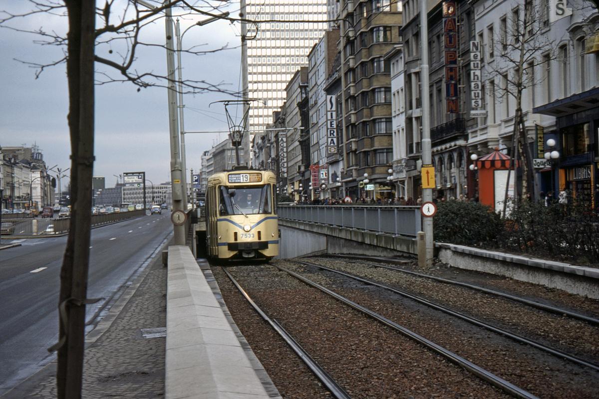 (562k, 1200x800)<br><b>Country:</b> Belgium<br><b>City:</b> Brussels<br><b>System:</b> STIB (Societé des Transports Intercommunaux de Bruxelles)<br><b>Car:</b> Brussels 6-axle PCC 7533 <br><b>Photo by:</b> Barry Smith<br><b>Collection of:</b> David Pirmann<br><b>Date:</b> 2/10/1977<br><b>Notes:</b> Ave de la Toison d'Or<br><b>Viewed (this week/total):</b> 0 / 55