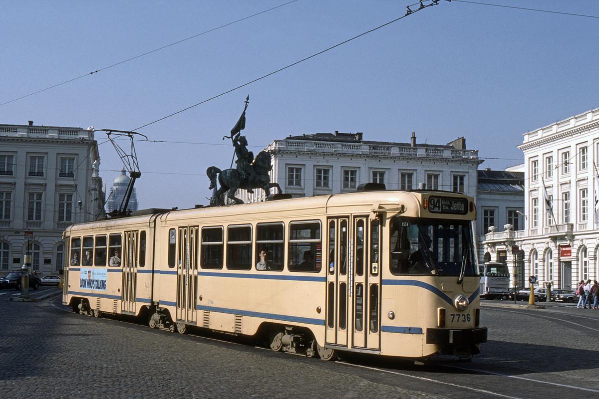 (525k, 1200x800)<br><b>Country:</b> Belgium<br><b>City:</b> Brussels<br><b>System:</b> STIB (Societé des Transports Intercommunaux de Bruxelles)<br><b>Car:</b> Brussels 6-axle PCC (La Brugeoise) 7736 <br><b>Collection of:</b> David Pirmann<br><b>Date:</b> 4/9/1989<br><b>Notes:</b> Rt 94-Place Royal<br><b>Viewed (this week/total):</b> 0 / 53