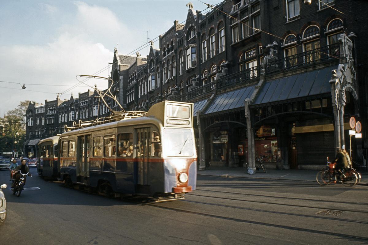 (454k, 1200x800)<br><b>Country:</b> The Netherlands<br><b>City:</b> Amsterdam<br><b>System:</b> GVB (Gemeente Vervoerbedrijf)<br><b>Route:</b> Rt 17<br><b>Car:</b>  932 <br><b>Collection of:</b> David Pirmann<br><b>Date:</b> 8/1972<br><b>Viewed (this week/total):</b> 1 / 59