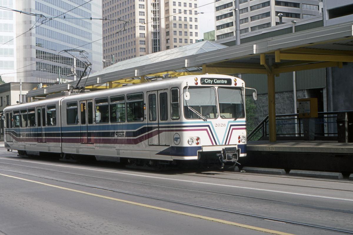 (447k, 1200x800)<br><b>Country:</b> Canada<br><b>City:</b> Calgary<br><b>System:</b> Calgary Transit<br><b>Car:</b> Siemens U2-DC 2028 <br><b>Collection of:</b> David Pirmann<br><b>Date:</b> 6/1983<br><b>Viewed (this week/total):</b> 0 / 69