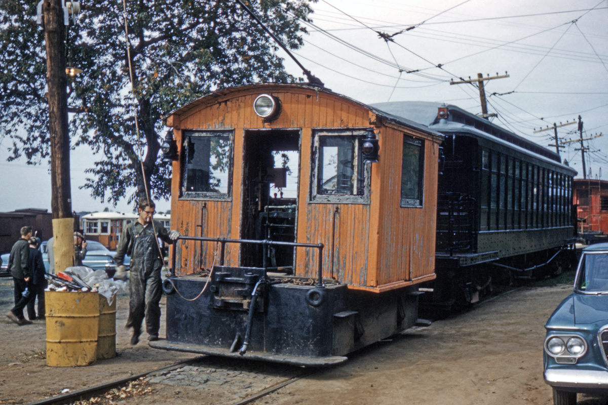 (533k, 1200x800)<br><b>Country:</b> United States<br><b>City:</b> East Haven/Branford, Ct.<br><b>System:</b> Shore Line Trolley Museum<br><b>Collection of:</b> David Pirmann<br><b>Date:</b> 10/1962<br><b>Notes:</b> Box Motor and Brooklyn Union Elevated gate car.<br><b>Viewed (this week/total):</b> 0 / 62