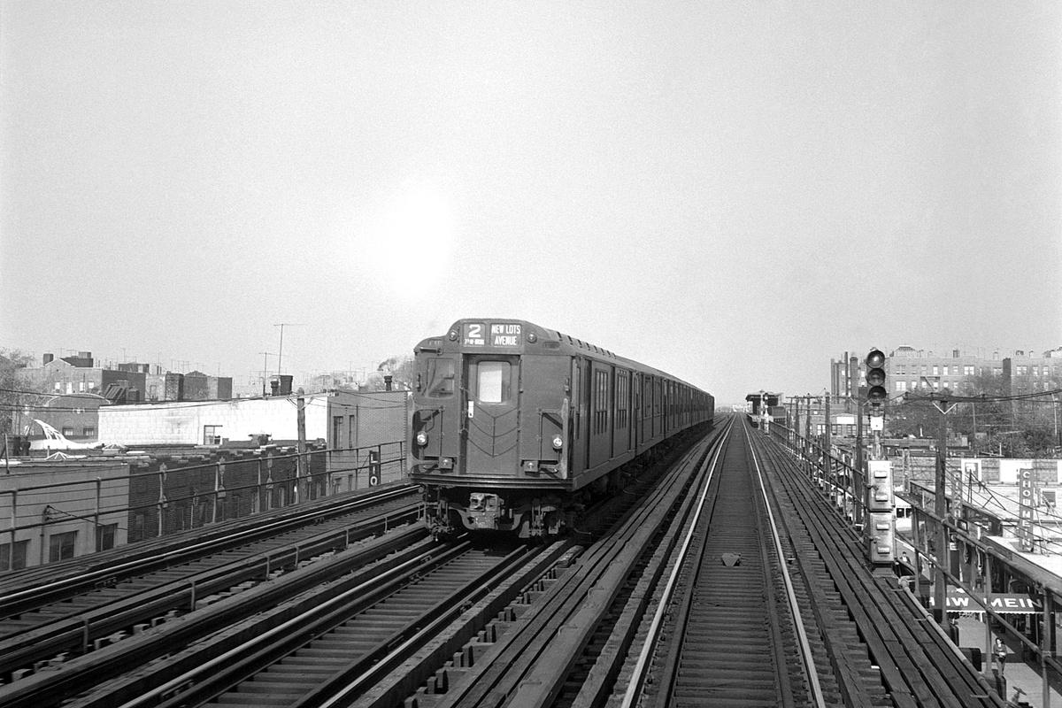 (401k, 1200x800)<br><b>Country:</b> United States<br><b>City:</b> New York<br><b>System:</b> New York City Transit<br><b>Line:</b> IRT White Plains Road Line<br><b>Location:</b> 233rd Street <br><b>Route:</b> Layup<br><b>Car:</b> R-12 (American Car & Foundry, 1948)  <br><b>Collection of:</b> David Pirmann<br><b>Date:</b> 10/22/1966<br><b>Viewed (this week/total):</b> 13 / 94