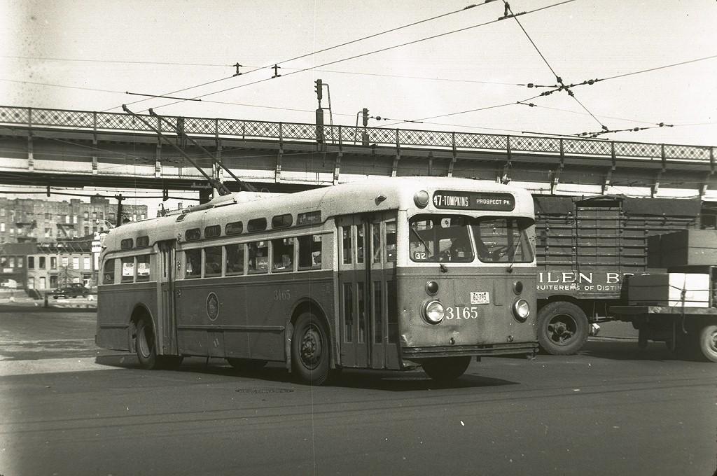 (206k, 1024x680)<br><b>Country:</b> United States<br><b>City:</b> New York<br><b>System:</b> B&QT Trolleybus<br><b>Location:</b> Williamsburg Bridge Plaza<br><b>Route:</b> 47<br><b>Car:</b>  3165 <br><b>Photo by:</b> Harry Pinsker<br><b>Date:</b> 3/18/1959<br><b>Notes:</b> Rt 47. at Washington Plaza<br><b>Viewed (this week/total):</b> 1 / 2626