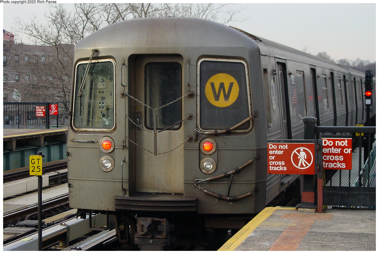 (528k, 1220x820)<br><b>Country:</b> United States<br><b>City:</b> New York<br><b>System:</b> New York City Transit<br><b>Line:</b> BMT West End Line<br><b>Location:</b> Fort Hamilton Parkway<br><b>Route:</b> W<br><b>Car:</b> R-68A (Kawasaki, 1988-1989)  <br><b>Photo by:</b> Richard Panse<br><b>Date:</b> 2/9/2004<br><b>Viewed (this week/total):</b> 2 / 31