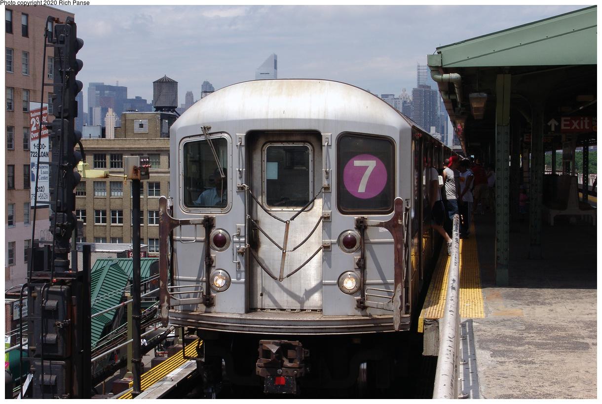 (460k, 1220x820)<br><b>Country:</b> United States<br><b>City:</b> New York<br><b>System:</b> New York City Transit<br><b>Line:</b> IRT Flushing Line<br><b>Location:</b> Queensborough Plaza<br><b>Route:</b> 7<br><b>Car:</b> R-62A (Bombardier, 1984-1987)  <br><b>Photo by:</b> Richard Panse<br><b>Date:</b> 6/19/2004<br><b>Viewed (this week/total):</b> 3 / 33