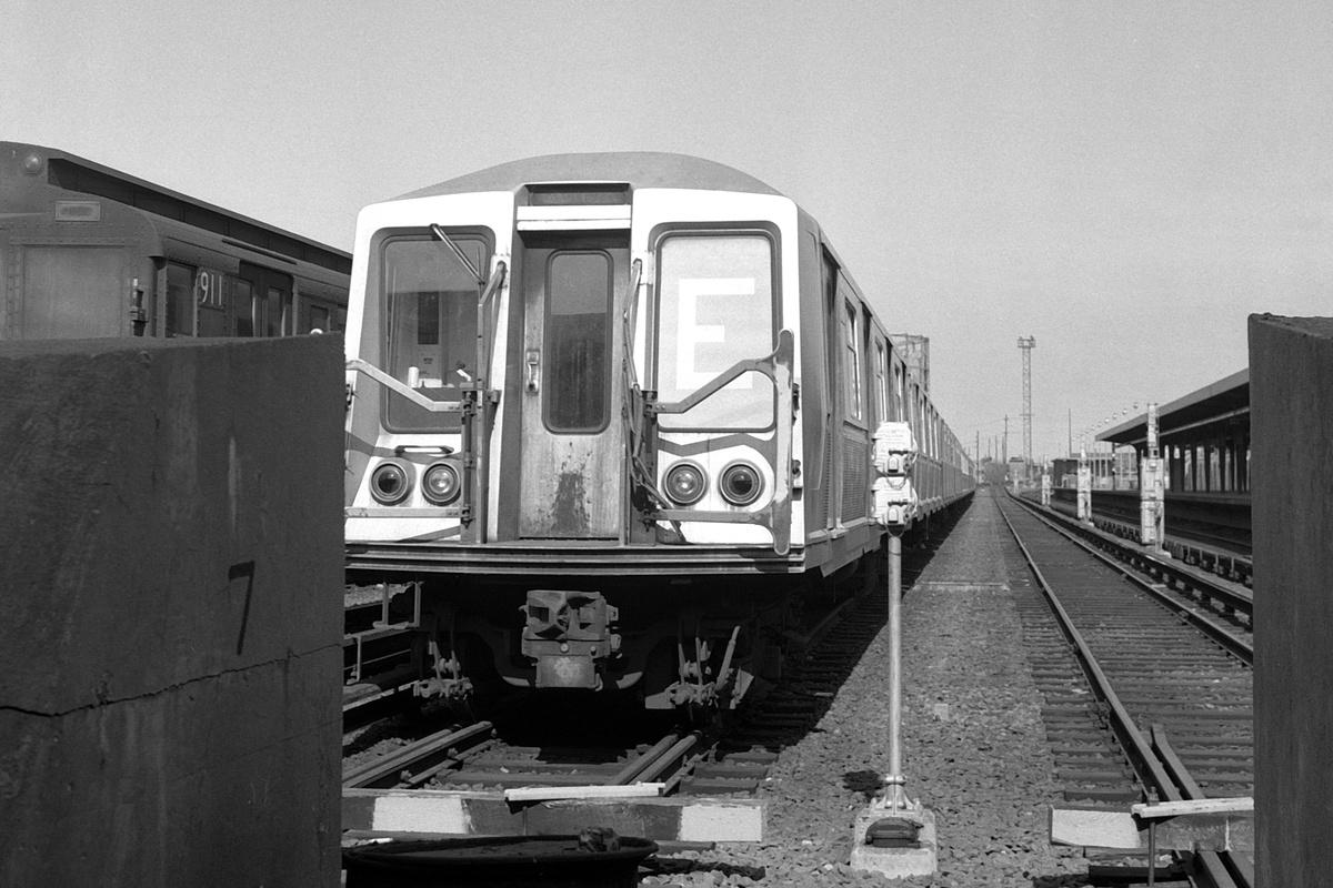 (337k, 1200x800)<br><b>Country:</b> United States<br><b>City:</b> New York<br><b>System:</b> New York City Transit<br><b>Location:</b> Rockaway Park Yard<br><b>Car:</b> R-40 (St. Louis, 1968)  <br><b>Collection of:</b> David Pirmann<br><b>Date:</b> 4/11/1970<br><b>Viewed (this week/total):</b> 0 / 159