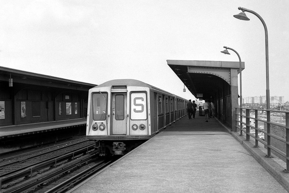 (372k, 1200x800)<br><b>Country:</b> United States<br><b>City:</b> New York<br><b>System:</b> New York City Transit<br><b>Line:</b> IND Rockaway Line<br><b>Location:</b> Beach 105th Street/Seaside<br><b>Route:</b> S<br><b>Car:</b> R-40 (St. Louis, 1968)  <br><b>Collection of:</b> David Pirmann<br><b>Date:</b> 8/9/1969<br><b>Viewed (this week/total):</b> 0 / 174