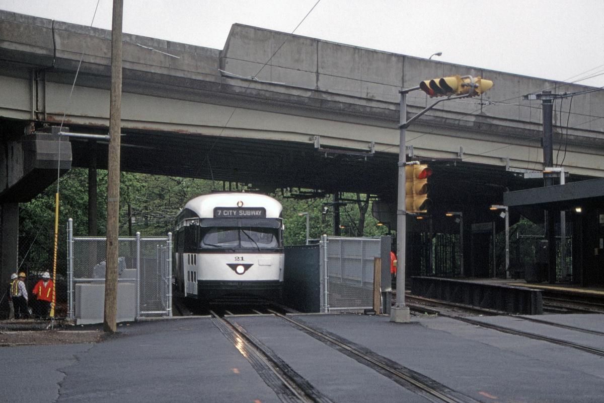 (497k, 1200x800)<br><b>Country:</b> United States<br><b>City:</b> Newark, NJ<br><b>System:</b> Newark City Subway<br><b>Location:</b> Orange Street<br><b>Car:</b> NJTransit/PSCT PCC (Ex-Twin City) (St. Louis Car Co., 1946-1947) 21 <br><b>Collection of:</b> David Pirmann<br><b>Date:</b> 5/4/1999<br><b>Viewed (this week/total):</b> 0 / 63
