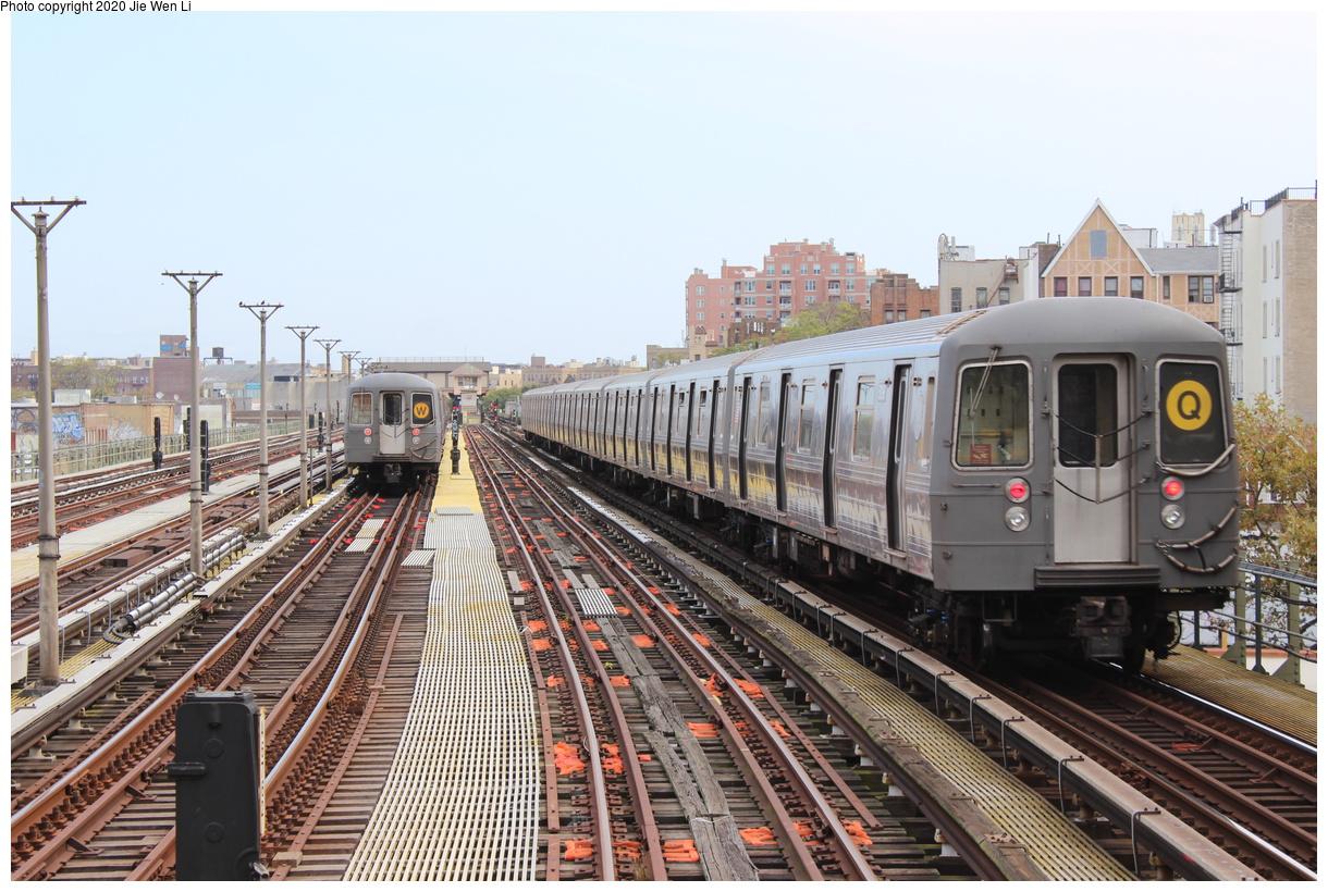 (455k, 1220x820)<br><b>Country:</b> United States<br><b>City:</b> New York<br><b>System:</b> New York City Transit<br><b>Line:</b> BMT Brighton Line<br><b>Location:</b> Ocean Parkway<br><b>Route:</b> Q<br><b>Car:</b> R-68A (Kawasaki, 1988-1989) 5198 <br><b>Photo by:</b> Jie Wen Li<br><b>Date:</b> 10/10/2020<br><b>Notes:</b> With R-68 2768 on the (W) layup on the left.<br><b>Viewed (this week/total):</b> 4 / 328