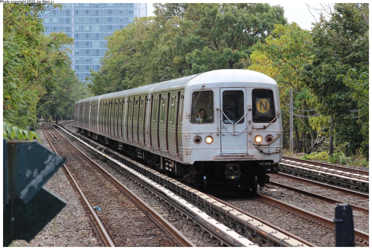 (591k, 1220x820)<br><b>Country:</b> United States<br><b>City:</b> New York<br><b>System:</b> New York City Transit<br><b>Line:</b> BMT Brighton Line<br><b>Location:</b> Neck Road<br><b>Route:</b> N<br><b>Car:</b> R-46 (Pullman-Standard, 1974-75) 5652 <br><b>Photo by:</b> Jie Wen Li<br><b>Date:</b> 10/10/2020<br><b>Notes:</b> Weekend reroute.<br><b>Viewed (this week/total):</b> 2 / 73