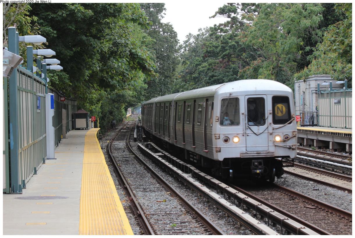 (545k, 1220x820)<br><b>Country:</b> United States<br><b>City:</b> New York<br><b>System:</b> New York City Transit<br><b>Line:</b> BMT Brighton Line<br><b>Location:</b> Avenue H<br><b>Route:</b> N<br><b>Car:</b> R-46 (Pullman-Standard, 1974-75) 5752 <br><b>Photo by:</b> Jie Wen Li<br><b>Date:</b> 10/10/2020<br><b>Notes:</b> Weekend reroute.<br><b>Viewed (this week/total):</b> 2 / 50