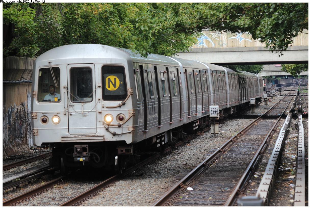 (495k, 1220x820)<br><b>Country:</b> United States<br><b>City:</b> New York<br><b>System:</b> New York City Transit<br><b>Line:</b> BMT Brighton Line<br><b>Location:</b> Newkirk Plaza<br><b>Route:</b> N<br><b>Car:</b> R-46 (Pullman-Standard, 1974-75) 5828 <br><b>Photo by:</b> Jie Wen Li<br><b>Date:</b> 10/10/2020<br><b>Notes:</b> Weekend reroute.<br><b>Viewed (this week/total):</b> 0 / 47