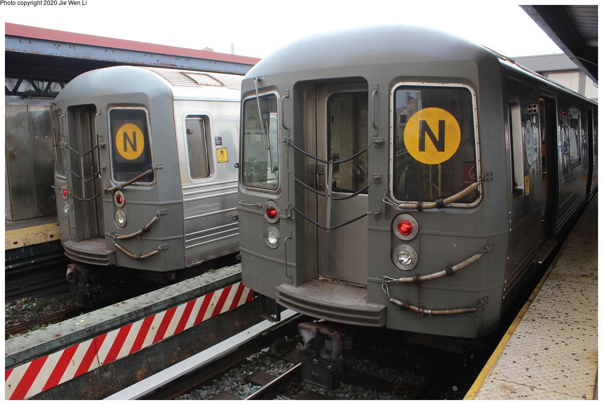 (388k, 1220x820)<br><b>Country:</b> United States<br><b>City:</b> New York<br><b>System:</b> New York City Transit<br><b>Line:</b> BMT Brighton Line<br><b>Location:</b> Brighton Beach<br><b>Route:</b> N<br><b>Car:</b> R-68A (Kawasaki, 1988-1989) 5040 <br><b>Photo by:</b> Jie Wen Li<br><b>Date:</b> 10/10/2020<br><b>Notes:</b> Weekend reroute. With R-68 2894 on left.<br><b>Viewed (this week/total):</b> 5 / 126