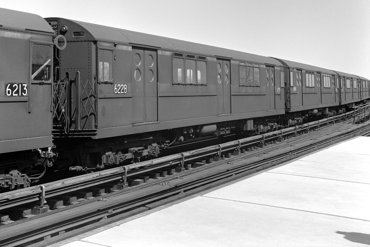 (337k, 1200x800)<br><b>Country:</b> United States<br><b>City:</b> New York<br><b>System:</b> New York City Transit<br><b>Line:</b> IRT Flushing Line<br><b>Location:</b> 103rd Street/Corona Plaza<br><b>Route:</b> 7<br><b>Car:</b> R-15 (American Car & Foundry, 1950) 6228 <br><b>Collection of:</b> David Pirmann<br><b>Date:</b> 4/14/1963<br><b>Viewed (this week/total):</b> 1 / 278