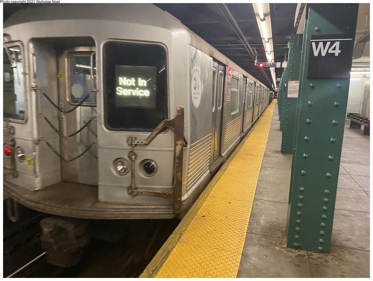 (354k, 1220x920)<br><b>Country:</b> United States<br><b>City:</b> New York<br><b>System:</b> New York City Transit<br><b>Line:</b> IND 6th Avenue Line<br><b>Location:</b> West 4th Street/Washington Square<br><b>Route:</b> Work Service<br><b>Car:</b> R-42 (St. Louis, 1969-1970) 4797 <br><b>Photo by:</b> Nicholas Noel<br><b>Date:</b> 11/19/2020<br><b>Viewed (this week/total):</b> 18 / 119
