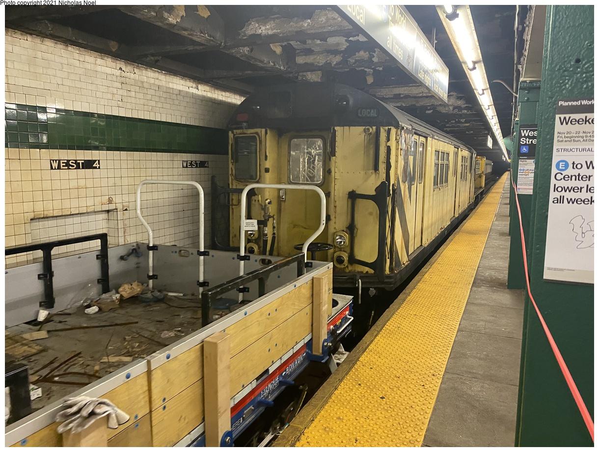 (461k, 1220x920)<br><b>Country:</b> United States<br><b>City:</b> New York<br><b>System:</b> New York City Transit<br><b>Line:</b> IND 8th Avenue Line<br><b>Location:</b> West 4th Street/Washington Square<br><b>Route:</b> Work Service<br><b>Car:</b> R-161 Rider Car (ex-R-33) RD432 <br><b>Photo by:</b> Nicholas Noel<br><b>Date:</b> 11/19/2020<br><b>Viewed (this week/total):</b> 9 / 76