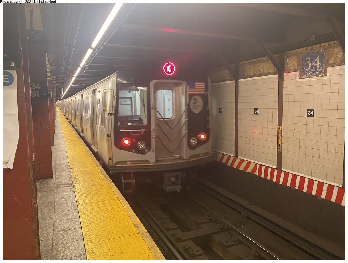 (348k, 1220x920)<br><b>Country:</b> United States<br><b>City:</b> New York<br><b>System:</b> New York City Transit<br><b>Line:</b> BMT Broadway Line<br><b>Location:</b> 34th Street/Herald Square<br><b>Route:</b> Q<br><b>Car:</b> R-160A/R-160B Series (Number Unknown)  <br><b>Photo by:</b> Nicholas Noel<br><b>Date:</b> 11/20/2020<br><b>Viewed (this week/total):</b> 19 / 106