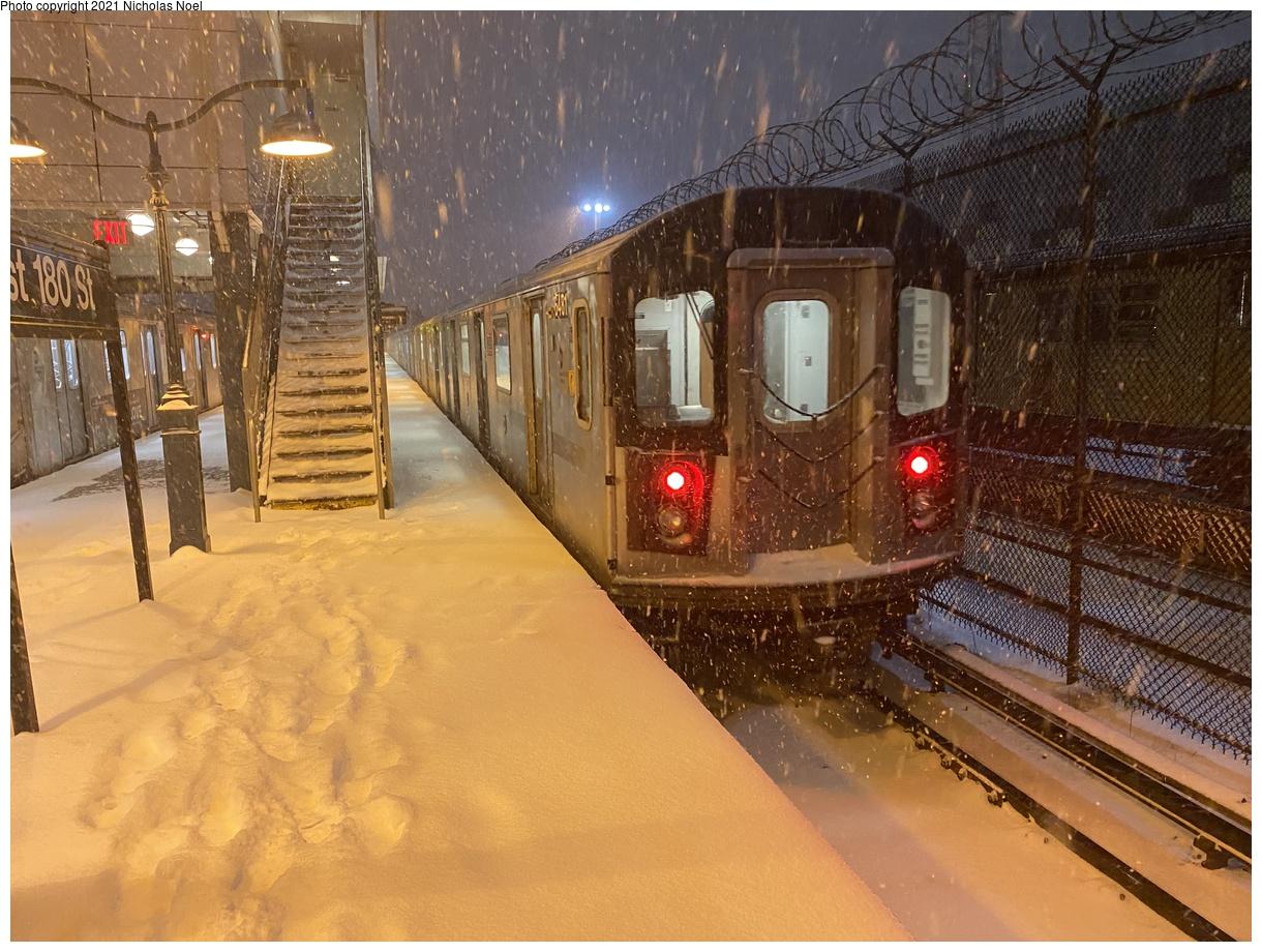 (450k, 1220x920)<br><b>Country:</b> United States<br><b>City:</b> New York<br><b>System:</b> New York City Transit<br><b>Line:</b> IRT White Plains Road Line<br><b>Location:</b> East 180th Street<br><b>Car:</b> R-142 (Primary Order, Bombardier, 1999-2002) 6481 <br><b>Photo by:</b> Nicholas Noel<br><b>Date:</b> 12/16/2020<br><b>Viewed (this week/total):</b> 28 / 157