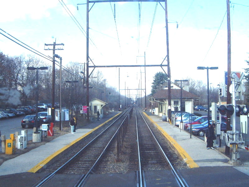 (120k, 800x600)<br><b>Country:</b> United States<br><b>City:</b> Philadelphia, PA<br><b>System:</b> SEPTA Regional Rail<br><b>Line:</b> SEPTA R5<br><b>Location:</b> Gwynedd Valley <br><b>Route:</b> R5-Doylestown<br><b>Photo by:</b> Bob Vogel<br><b>Date:</b> 12/28/2001<br><b>Viewed (this week/total):</b> 2 / 2489