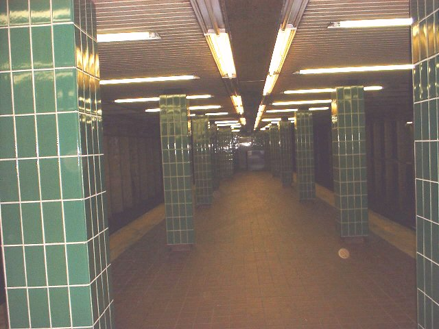 (64k, 640x480)<br><b>Country:</b> United States<br><b>City:</b> Philadelphia, PA<br><b>System:</b> SEPTA (or Predecessor)<br><b>Line:</b> Broad Street Subway<br><b>Location:</b> Erie <br><b>Photo by:</b> Peggy Darlington<br><b>Date:</b> 5/2000<br><b>Viewed (this week/total):</b> 0 / 2950