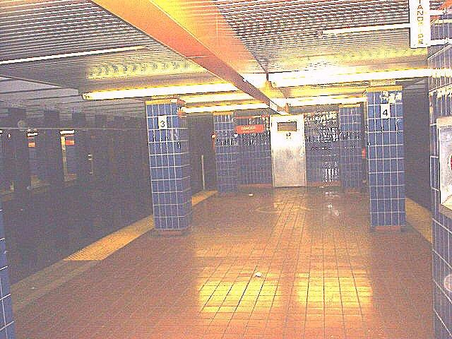 (99k, 640x480)<br><b>Country:</b> United States<br><b>City:</b> Philadelphia, PA<br><b>System:</b> SEPTA (or Predecessor)<br><b>Line:</b> Broad Street Subway<br><b>Location:</b> Olney <br><b>Photo by:</b> Peggy Darlington<br><b>Date:</b> 5/2000<br><b>Viewed (this week/total):</b> 0 / 3632