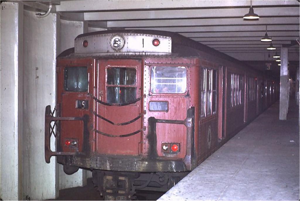 (150k, 1024x686)<br><b>Country:</b> United States<br><b>City:</b> Philadelphia, PA<br><b>System:</b> SEPTA (or Predecessor)<br><b>Line:</b> Broad Street Subway<br><b>Location:</b> Snyder <br><b>Car:</b> PTC/SEPTA B-3 South Broad Street (Pressed Steel, 1938)  172 <br><b>Photo by:</b> Joe Testagrose<br><b>Date:</b> 2/14/1971<br><b>Viewed (this week/total):</b> 1 / 6680
