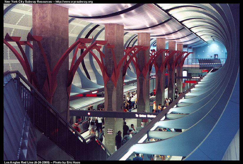(160k, 824x558)<br><b>Country:</b> United States<br><b>City:</b> Los Angeles, CA<br><b>System:</b> Los Angeles County MTA<br><b>Line:</b> Metro Red Line <br><b>Location:</b> Hollywood/Highland <br><b>Photo by:</b> Eric Haas<br><b>Date:</b> 6/24/2000<br><b>Notes:</b> Opening day<br><b>Viewed (this week/total):</b> 1 / 12211