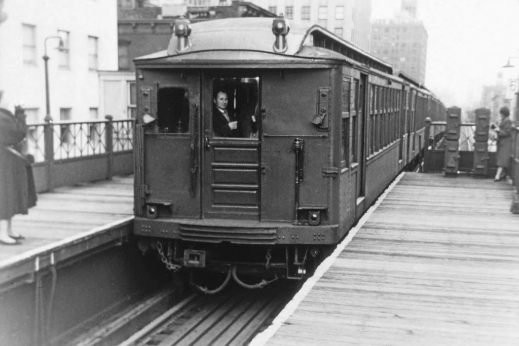 (196k, 1024x683)<br><b>Country:</b> United States<br><b>City:</b> New York<br><b>System:</b> New York City Transit<br><b>Line:</b> 3rd Avenue El<br><b>Location:</b> 42nd Street<br><b>Car:</b> BMT Q  <br><b>Collection of:</b> David Pirmann<br><b>Viewed (this week/total):</b> 1 / 4611