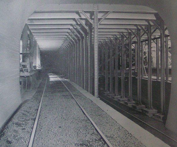 (68k, 597x497)<br><b>Country:</b> United States<br><b>City:</b> New York<br><b>System:</b> New York City Transit<br><b>Location:</b> Interborough Subway<br><b>Photo by:</b> IRT Company<br><b>Notes:</b> 34th Street and Park Avenue, Looking South<br><b>Viewed (this week/total):</b> 2 / 6657
