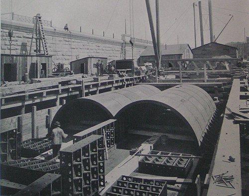 (55k, 500x394)<br><b>Country:</b> United States<br><b>City:</b> New York<br><b>System:</b> New York City Transit<br><b>Location:</b> Interborough Subway<br><b>Photo by:</b> IRT Company<br><b>Date:</b> 1904<br><b>Notes:</b> Assembling iron work on pontoon, Harlem River Tunnel<br><b>Viewed (this week/total):</b> 1 / 5416