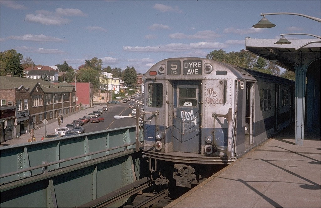 (190k, 1024x663)<br><b>Country:</b> United States<br><b>City:</b> New York<br><b>System:</b> New York City Transit<br><b>Line:</b> IRT Dyre Ave. Line<br><b>Location:</b> Dyre Avenue <br><b>Route:</b> 5<br><b>Car:</b> R-22 (St. Louis, 1957-58) 7621 <br><b>Photo by:</b> Steve Zabel<br><b>Collection of:</b> Joe Testagrose<br><b>Date:</b> 10/20/1974<br><b>Viewed (this week/total):</b> 16 / 4871
