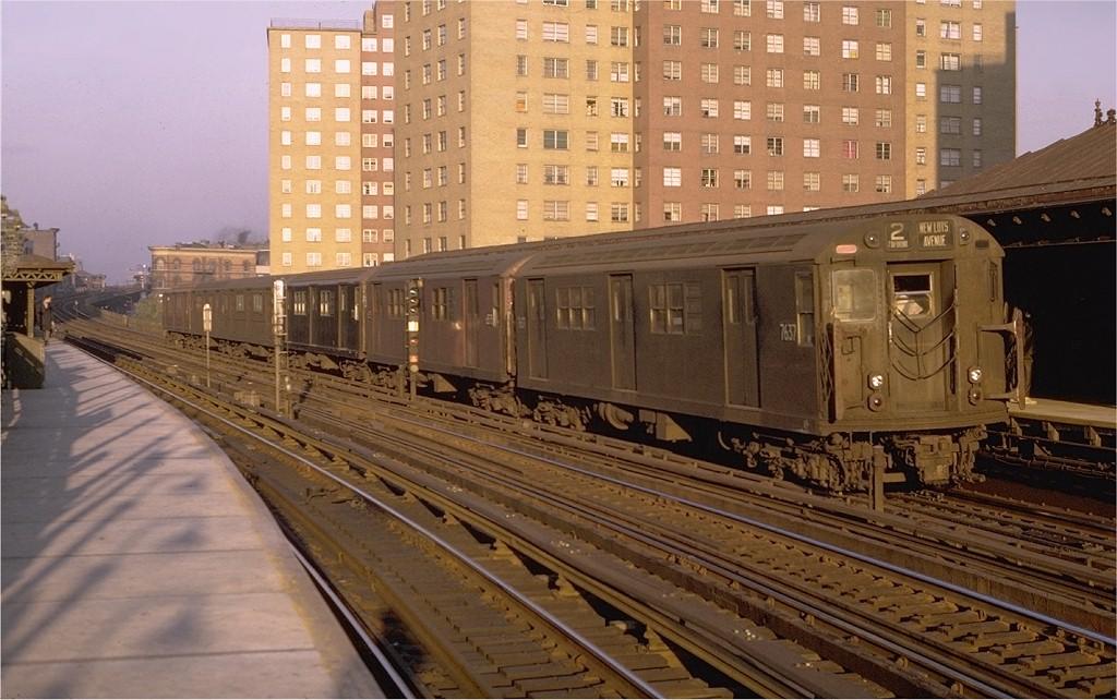 (195k, 1024x642)<br><b>Country:</b> United States<br><b>City:</b> New York<br><b>System:</b> New York City Transit<br><b>Line:</b> IRT White Plains Road Line<br><b>Location:</b> Jackson Avenue <br><b>Route:</b> 2<br><b>Car:</b> R-22 (St. Louis, 1957-58) 7637 <br><b>Photo by:</b> Joe Testagrose<br><b>Date:</b> 10/25/1969<br><b>Viewed (this week/total):</b> 0 / 3281