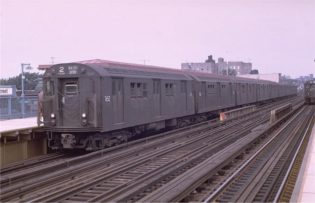 (180k, 1024x660)<br><b>Country:</b> United States<br><b>City:</b> New York<br><b>System:</b> New York City Transit<br><b>Line:</b> IRT White Plains Road Line<br><b>Location:</b> 219th Street <br><b>Route:</b> 2<br><b>Car:</b> R-22 (St. Louis, 1957-58) 7652 <br><b>Photo by:</b> Joe Testagrose<br><b>Date:</b> 8/19/1969<br><b>Viewed (this week/total):</b> 0 / 3409