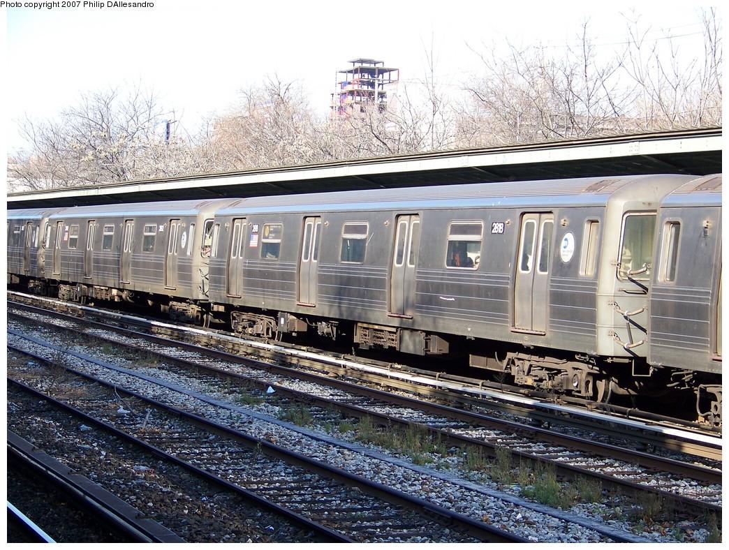 (330k, 1044x788)<br><b>Country:</b> United States<br><b>City:</b> New York<br><b>System:</b> New York City Transit<br><b>Line:</b> BMT Sea Beach Line<br><b>Location:</b> Fort Hamilton Parkway <br><b>Route:</b> N<br><b>Car:</b> R-68 (Westinghouse-Amrail, 1986-1988)  2918 <br><b>Photo by:</b> Philip D'Allesandro<br><b>Date:</b> 12/28/2007<br><b>Viewed (this week/total):</b> 3 / 2000