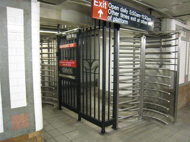 (66k, 640x480)<br><b>Country:</b> United States<br><b>City:</b> New York<br><b>System:</b> New York City Transit<br><b>Line:</b> IRT West Side Line<br><b>Location:</b> 103rd Street<br><b>Photo by:</b> David Blair<br><b>Date:</b> 4/25/2007<br><b>Viewed (this week/total):</b> 0 / 1372