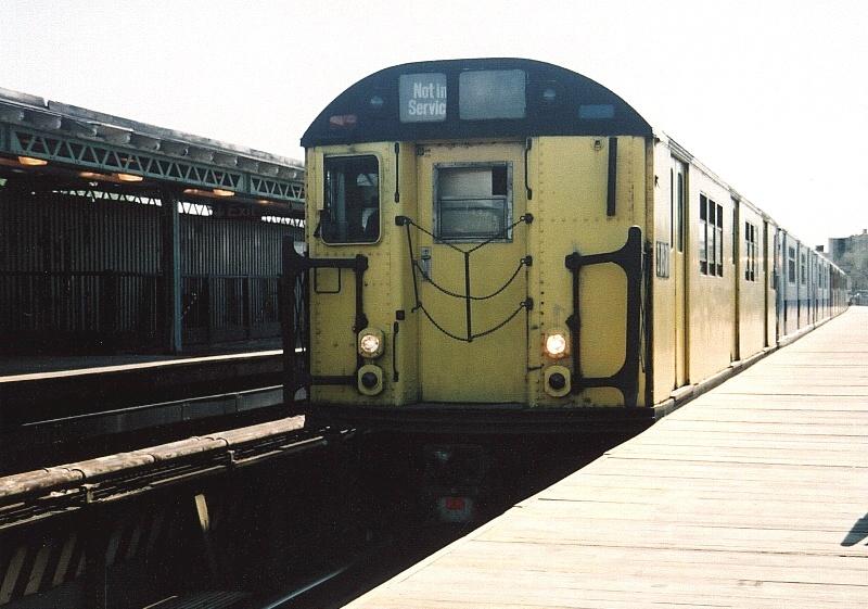 (195k, 800x561)<br><b>Country:</b> United States<br><b>City:</b> New York<br><b>System:</b> New York City Transit<br><b>Line:</b> IRT White Plains Road Line<br><b>Location:</b> 238th Street (Nereid Avenue) <br><b>Route:</b> Fan Trip<br><b>Car:</b> R-22 (St. Louis, 1957-58) 37371 <br><b>Photo by:</b> Gary Chatterton<br><b>Date:</b> 5/1/2005<br><b>Notes:</b> Work Motor 37371 on fantrip.<br><b>Viewed (this week/total):</b> 2 / 2967