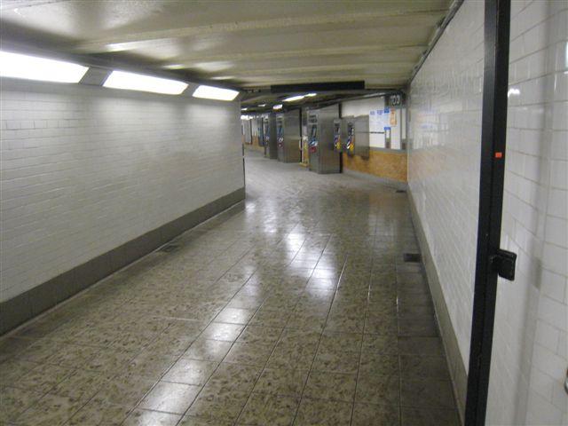(47k, 640x480)<br><b>Country:</b> United States<br><b>City:</b> New York<br><b>System:</b> New York City Transit<br><b>Line:</b> IRT West Side Line<br><b>Location:</b> 103rd Street <br><b>Photo by:</b> David Blair<br><b>Date:</b> 4/1/2008<br><b>Viewed (this week/total):</b> 0 / 1040