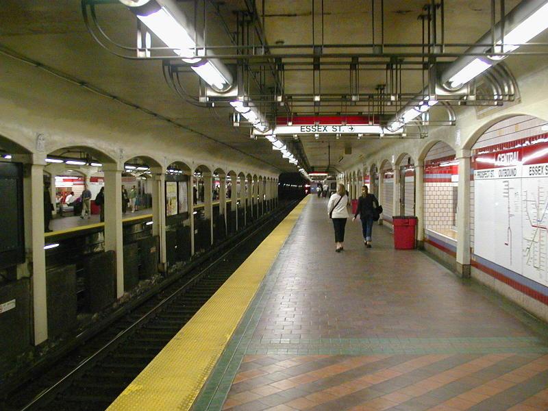 (101k, 800x600)<br><b>Country:</b> United States<br><b>City:</b> Boston, MA<br><b>System:</b> MBTA<br><b>Line:</b> MBTA Red Line<br><b>Location:</b> Central <br><b>Photo by:</b> Todd Glickman<br><b>Date:</b> 5/17/2000<br><b>Notes:</b> Outbound platform<br><b>Viewed (this week/total):</b> 0 / 5959