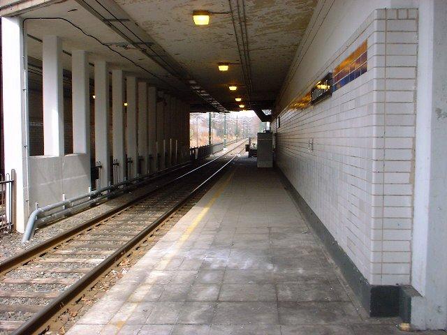 (70k, 640x480)<br><b>Country:</b> United States<br><b>City:</b> Newark, NJ<br><b>System:</b> Newark City Subway<br><b>Line:</b> 7-City Subway<br><b>Location:</b> Bloomfield Avenue <br><b>Photo by:</b> Peggy Darlington<br><b>Date:</b> 2001<br><b>Viewed (this week/total):</b> 2 / 3362