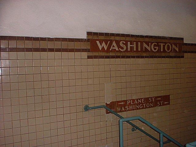 (65k, 640x480)<br><b>Country:</b> United States<br><b>City:</b> Newark, NJ<br><b>System:</b> Newark City Subway<br><b>Line:</b> 7-City Subway<br><b>Location:</b> Washington Street <br><b>Photo by:</b> Peggy Darlington<br><b>Date:</b> 2001<br><b>Viewed (this week/total):</b> 3 / 2727