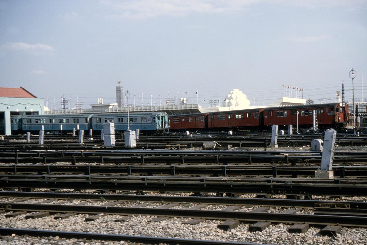 (501k, 1044x750)<br><b>Country:</b> United States<br><b>City:</b> New York<br><b>System:</b> New York City Transit<br><b>Location:</b> Corona Yard<br><b>Car:</b> R-33 Main Line (St. Louis, 1962-63) 9218 <br><b>Collection of:</b> David Pirmann<br><b>Date:</b> 4/18/1964<br><b>Notes:</b> With R36 WF 9626<br><b>Viewed (this week/total):</b> 2 / 5035