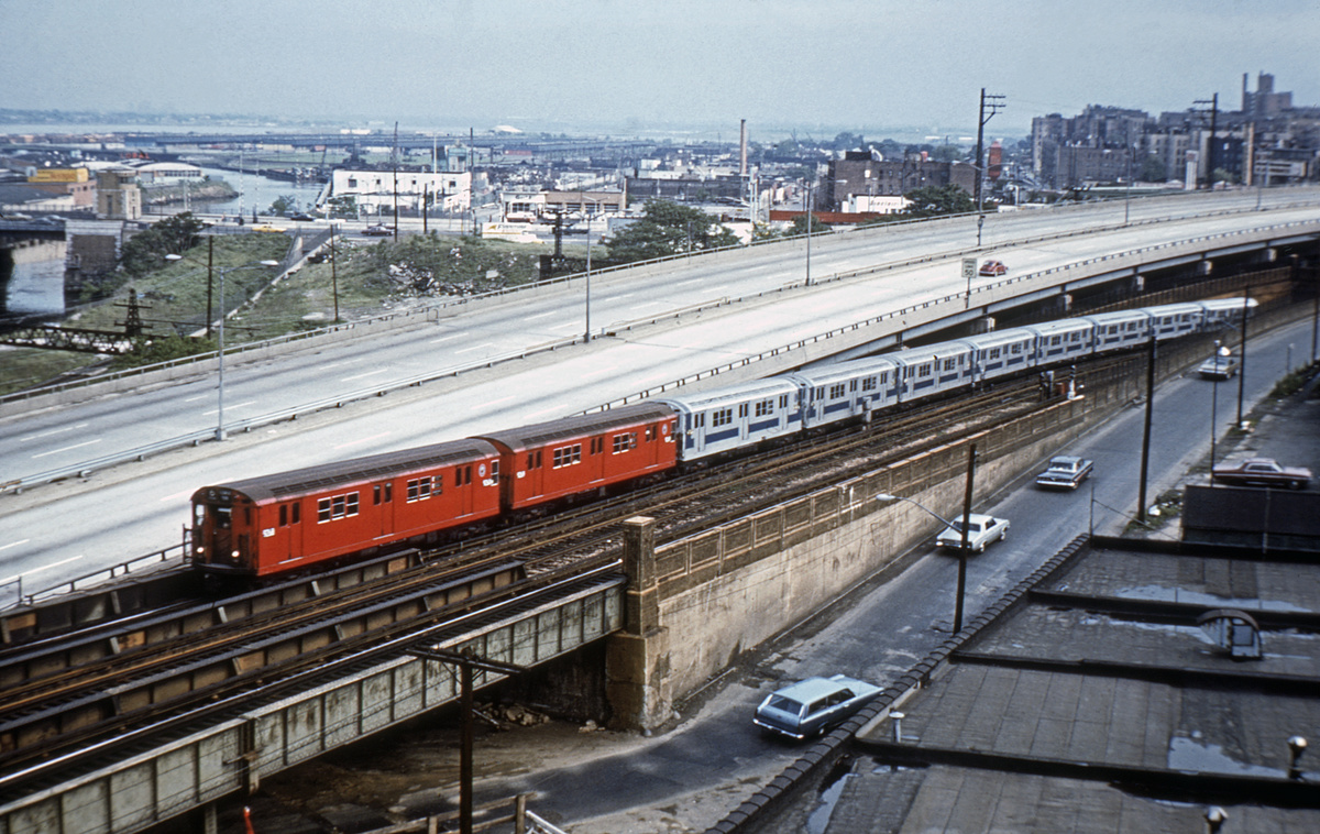 (417k, 1024x683)<br><b>Country:</b> United States<br><b>City:</b> New York<br><b>System:</b> New York City Transit<br><b>Line:</b> IRT Pelham Line<br><b>Location:</b> Whitlock Avenue <br><b>Route:</b> 6<br><b>Car:</b> R-33 Main Line (St. Louis, 1962-63) 9xxx <br><b>Collection of:</b> David Pirmann<br><b>Viewed (this week/total):</b> 0 / 5388