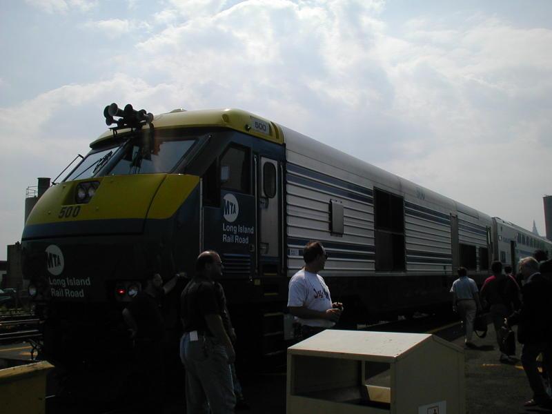(51k, 800x600)<br><b>Country:</b> United States<br><b>City:</b> New York<br><b>System:</b> Long Island Rail Road<br><b>Line:</b> LIRR Long Island City<br><b>Location:</b> Long Island City <br><b>Car:</b> LIRR GM DM30AC (Dual Mode)  500 <br><b>Photo by:</b> Todd Glickman<br><b>Date:</b> 7/21/2000<br><b>Viewed (this week/total):</b> 0 / 3035