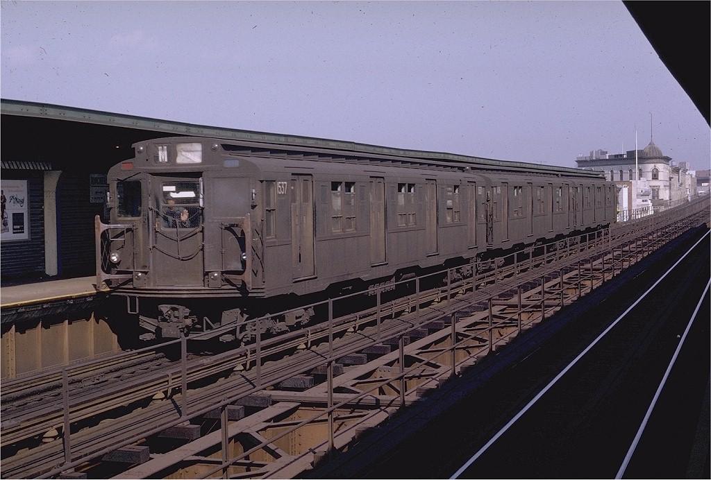 (207k, 1024x692)<br><b>Country:</b> United States<br><b>City:</b> New York<br><b>System:</b> New York City Transit<br><b>Line:</b> BMT Myrtle Avenue Line<br><b>Location:</b> Knickerbocker Avenue <br><b>Route:</b> M<br><b>Car:</b> R-7 (Pullman, 1937)  1537 <br><b>Photo by:</b> Doug Grotjahn<br><b>Collection of:</b> Joe Testagrose<br><b>Date:</b> 10/3/1970<br><b>Viewed (this week/total):</b> 8 / 3828
