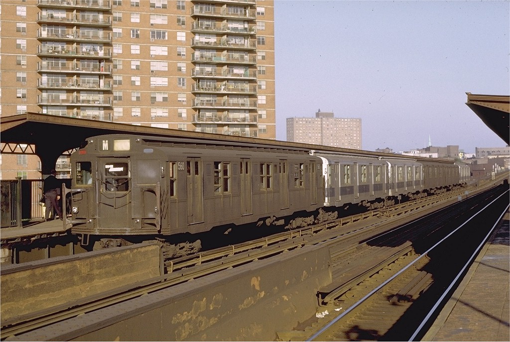 (216k, 1024x687)<br><b>Country:</b> United States<br><b>City:</b> New York<br><b>System:</b> New York City Transit<br><b>Line:</b> BMT Nassau Street/Jamaica Line<br><b>Location:</b> Lorimer Street <br><b>Route:</b> M<br><b>Car:</b> R-7A (Pullman, 1938)  1560 <br><b>Photo by:</b> Joe Testagrose<br><b>Date:</b> 6/1/1971<br><b>Viewed (this week/total):</b> 0 / 2784